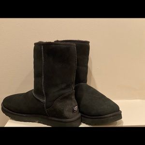 Black Short Classic Uggs -LIKE NEW